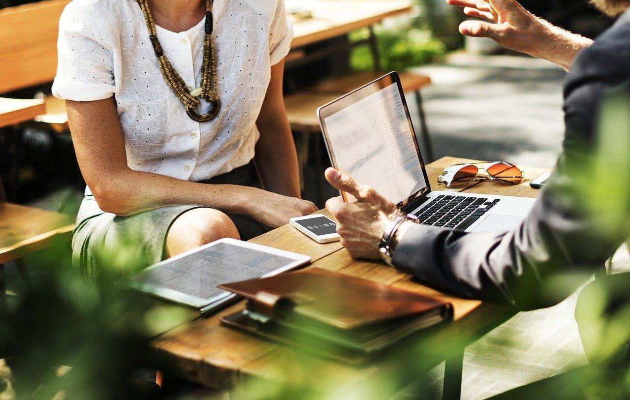 business communicate